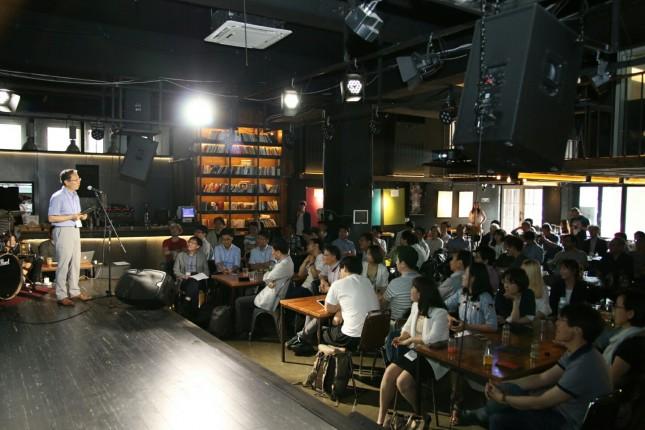6월 18일 서울 서대문구 충정로에서 열린 'ESC' 창립대회가 100여명의 과학기술인이 참여한 가운데 성대하게 열렸다. 윤태웅 ESC 대표가 창립 배경을 설명하고 있다. - 변지민 기자 제공